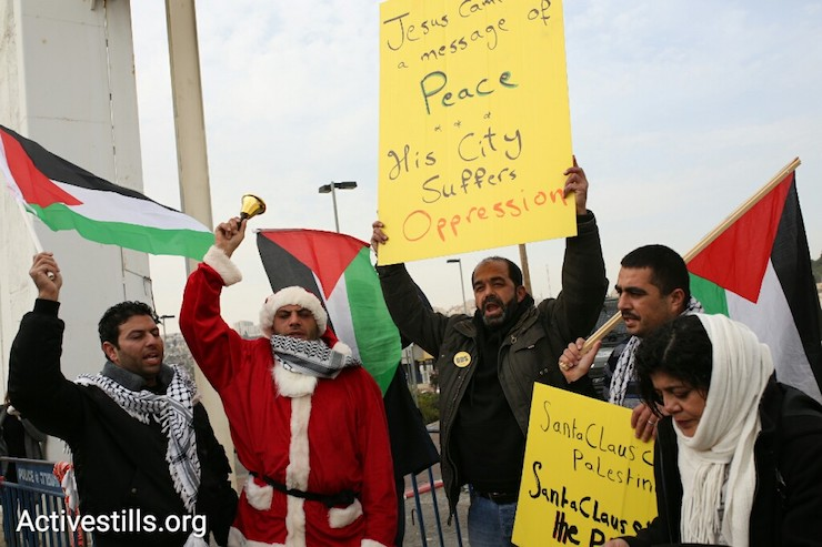 Demonstrators protest the occupation in Bethlehem, West Bank, December 23, 2016. (Activestills)