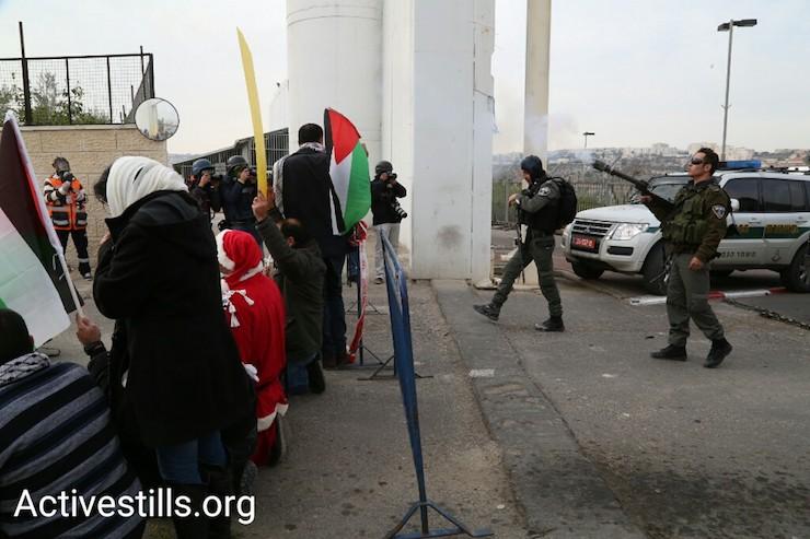 Israeli Border Police fire tear gas at demonstrators in Bethlehem, West Bank, December 23, 2016. (Activestills)