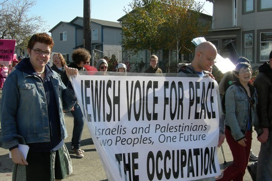 Members of Jewish Voice for Peace at a demonstration in Seattle, October 2007. (CC BY-SA 3.0 Joe Mabel)