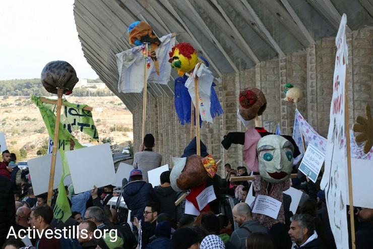 Palestinians and Israelis march along Route 60, West Bank, December 16, 2016. (Keren Manor/Activestills)
