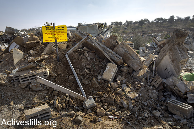 The ruins of a demolished building in Umm el-Hiran, January 18, 2017. (Faiz Abu Rmeleh/Activestills)