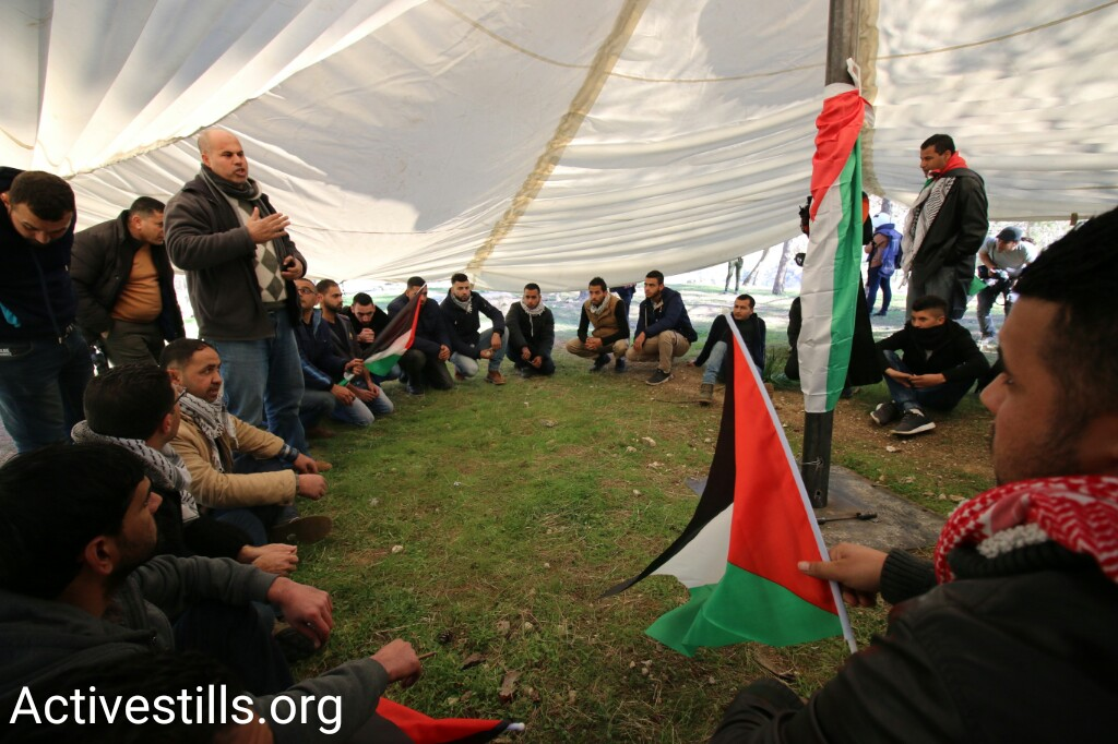 Palestinian activists re-establish the Bab al-Shams protest village to demonstrate against a bill to annex the West Bank settlement bloc of Ma'ale Adumim, January 20, 2017 (Activestills.org)