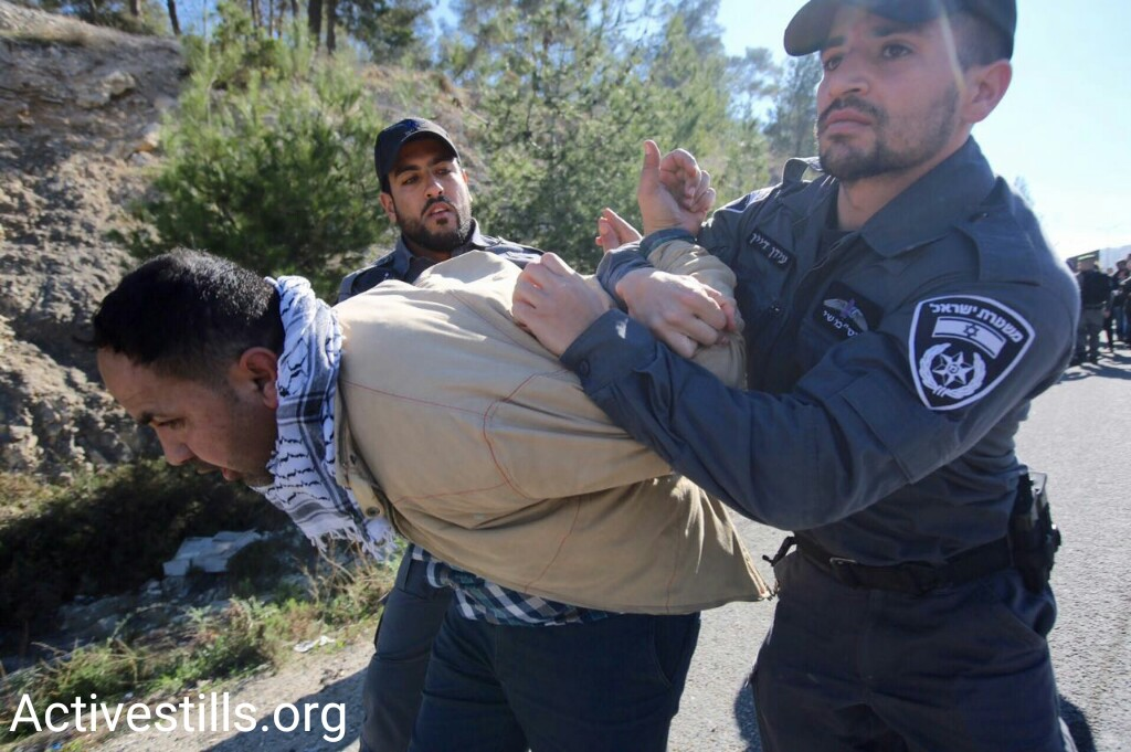 Israeli police arrest Palestinian demonstrators outside the re-established Bab al-Shams protest village, Ma'ale Adumim, January 20, 2017. (Activestills.org)