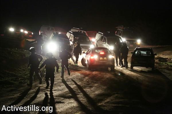 Israeli police run toward the Bedouin village of Umm el-Hiran, January 18, 2017. (Keren Manor/Activestills.org)