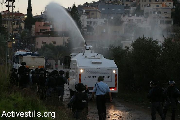 A police truck sprays 'skunk' water at protesters in Ar'ara, January 21, 2017. (Keren Manor/Activestills)