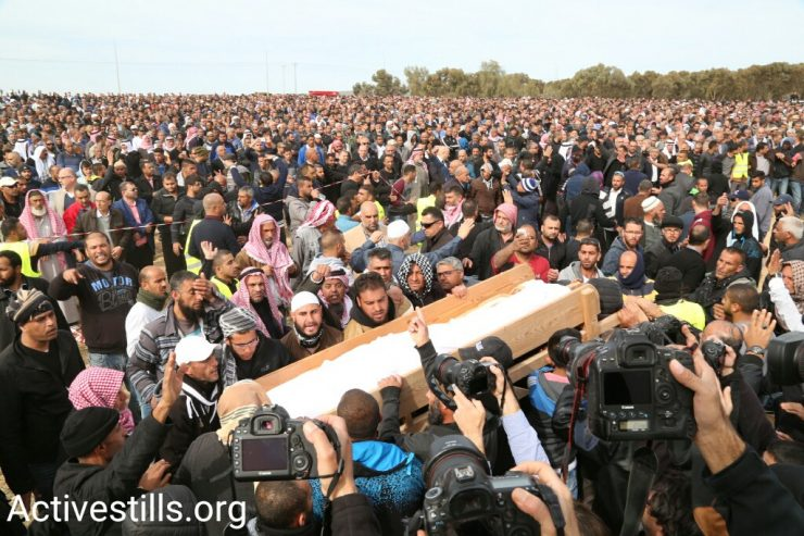 Thousands hold a funeral for Yacoub Abu al-Qi'an in the Bedouin village of Umm al-Hiran. Abu al-Qi'an was shot dead by police as security forces demolished homes in the village, January 24, 2017. (Keren Manor/Activestills.org)