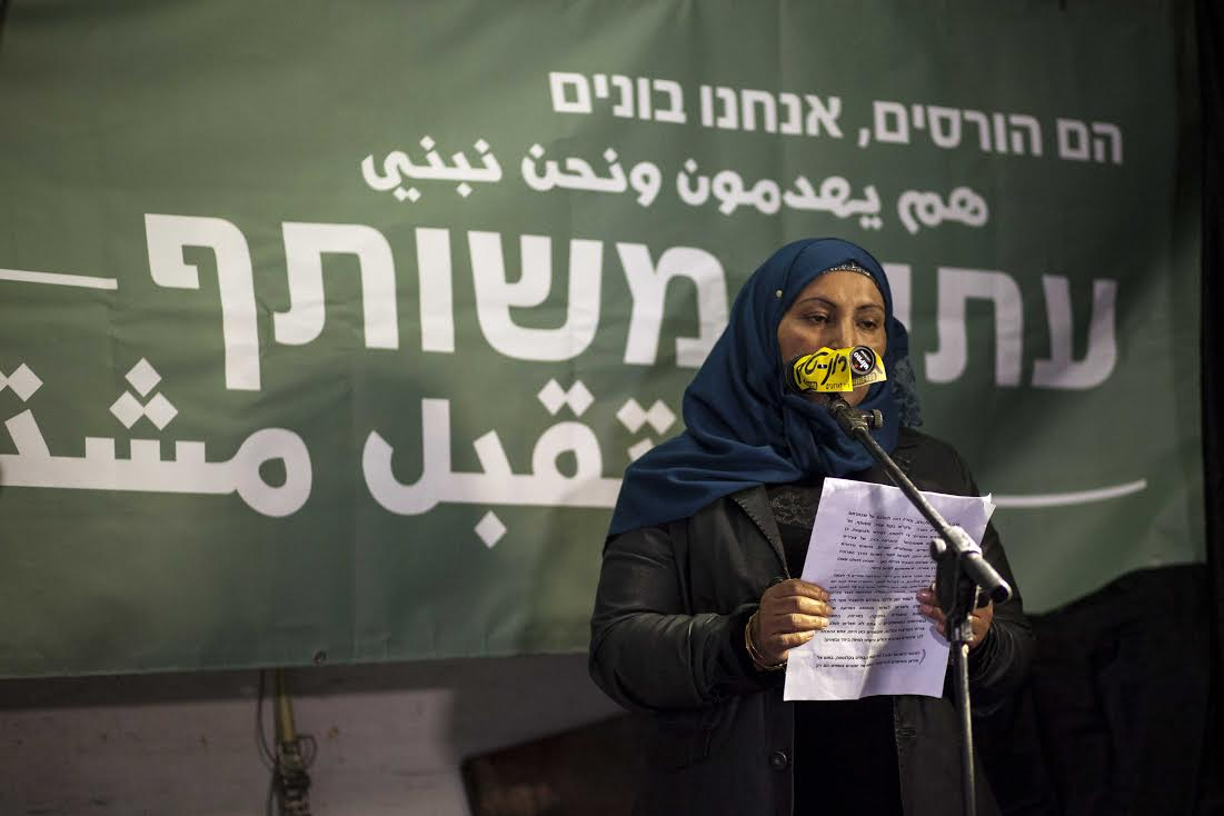 Dr. Amal Abu Sa'ad, whose husband was killed by Israeli police last month, speaks to thousands of demonstrators in Tel Aviv, February 4, 2017. (Tohar Lev Jacobson)