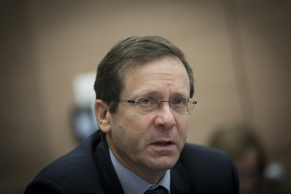 Zionist Union/Labor party chairman Isaac Herzog in the Israeli Knesset, February 1, 2017. (onatan Sindel/Flash90)