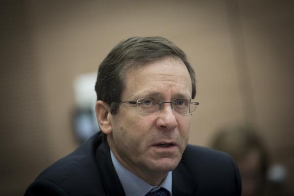 Zionist Union chairman Isaac Herzog in the Israeli Knesset, February 1, 2017. (Yonatan Sindel/Flash90)