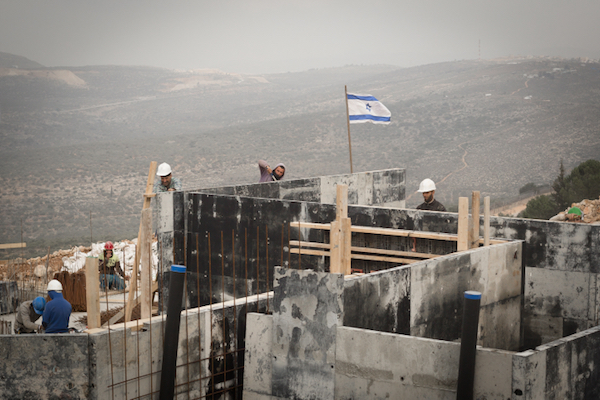 Construction in the West Bank settlement of Ariel, January 25, 2017. (Sebi Berens/Flash90)