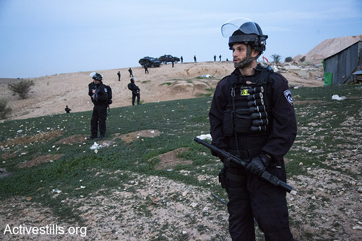 Israel Police officers armed with black sponge-tipped bullets at evacuation of Bedouin village Umm al-Hiran (Keren Manor/Activestills)
