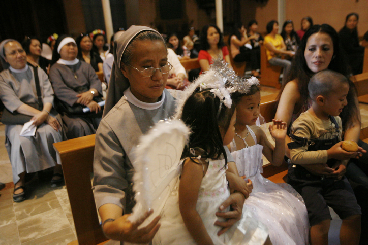 Christian Filipinos celebrate Flowers of May, the month of love, at the Filipino Church in Jerusalem on May 30, 2010. (Miriam Alster/Flash90)