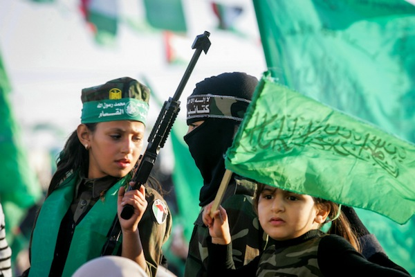 Hamas supporters take part in a rally marking the 29th anniversary of the founding of the movement on December 11, 2016, in Khan Younis, in the southern Gaza Strip. (Abed Rahim Khatib/Flash90)