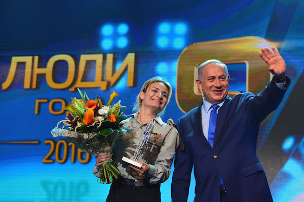 Prime Minister Benjamin Netanyahu gives a prize to Dr. Regina Fickman, who was honored for her care of wounded during Operation Protective Edge, at the Channel 9 Award Ceremony for People of the Year at the Jerusalem Convention Center, June 14, 2016. (Kobi Gideon/GPO)