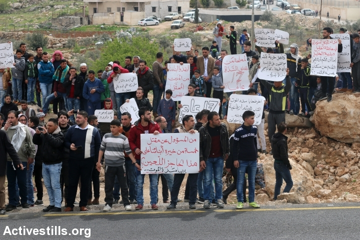 Palestinians take part in a protest against the Israeli military closure of the main entrance to Qalqas, near Hebron, which was imposed during the Second Intifada, West Bank, March 17, 2017. (Ahmad al-Bazz/Activestills.org)