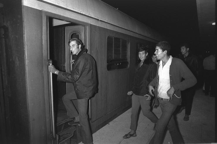 Palestinian passengers alight the train from Gaza City to Tel Aviv on the first day of its operation, November 1, 1972. (Moshe Milner/GPO)