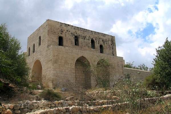 Khan at Bab al-Wad/Sha'ar Hagai, September 5, 2009. (Bukvoed/CC 2.0)