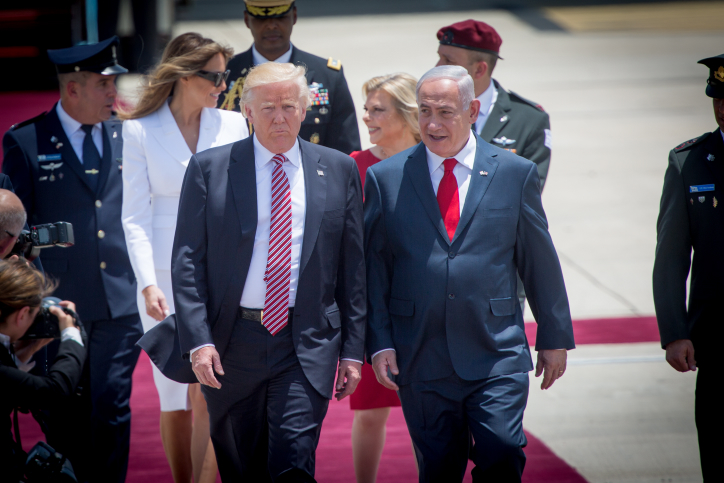 President Donald Trump walks alongside Prime Minister Benjamin Netanyahu at a ceremony the president, as he arrives at Ben Gurion Airport, May 22, 2017. (Miriam Alster/Flash90)