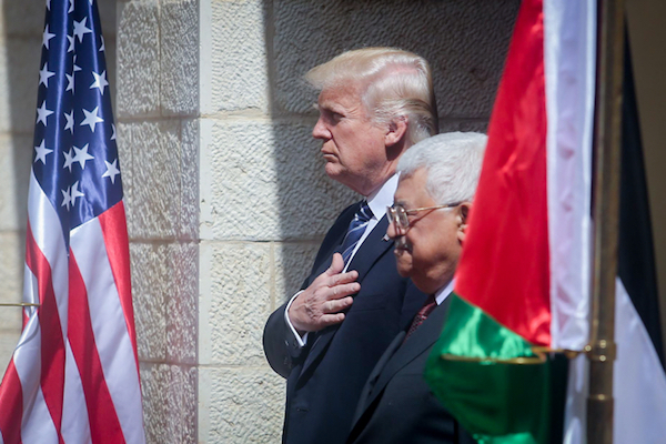 U.S. president Donald Trump with Palestinian President Mahmoud Abbas during a welcoming ceremony in the West Bank city of Bethlehem, May 23, 2017. (Flash90)