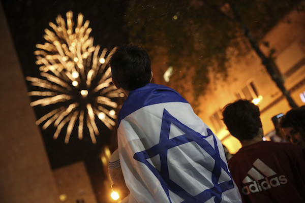 Israelis covered fireworks in central Jerusalem on Independence Day, May 5, 2014. (Hadas Parush/Flash 90)