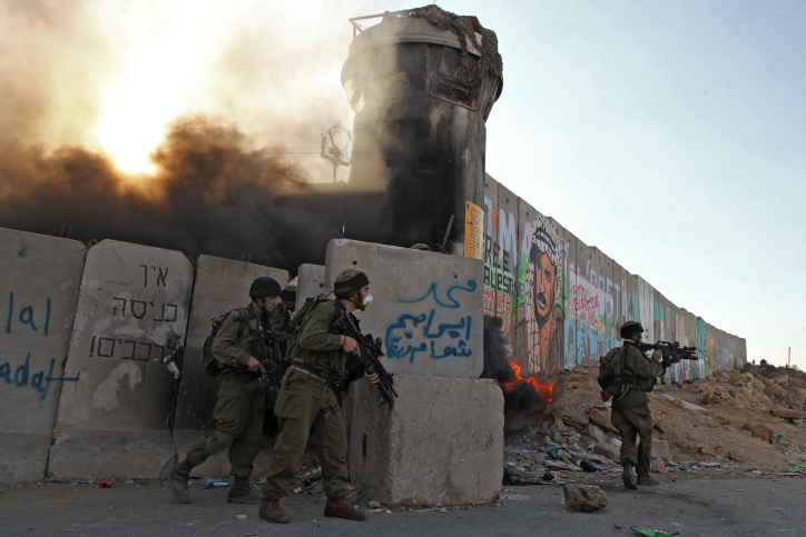 Israeli soldiers clash with young stone-throwing Palestinians at the Qalandiya checkpoint near the West Bank city of Ramallah, October 9, 2009. (photo by Nati Shohat/Flash90)
