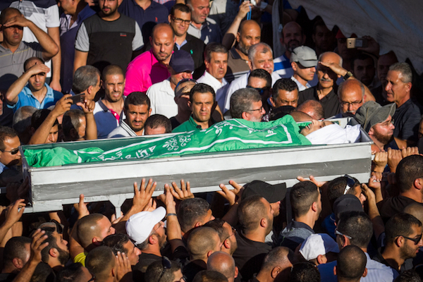 Family and friends carry the body of Muhammad Taha during his funeral ceremony in Kfar Qasim in central Israel, June 6, 2017. (Flash90)