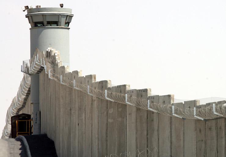 The separation wall near the Qalandiya checkpoint outside of Jerusalem. (Maya Levin/Flash90)