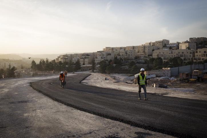 A construction site next to Ramat Shlomo, Jerusalem, November 21. 2016. (Sebi Berens/Flash90)