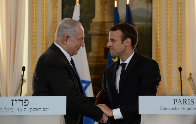 Prime Minister Benjamin Netanyahu holds a joint press conference with French President Emmanuel Macron, during Netanyahu's official state visit in Paris, France, July 16, 2017. (Haim Zach/GPO)