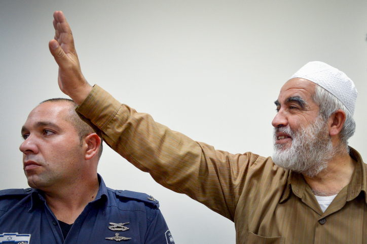 Head of the outlawed Northern Branch of the Islamic Movement Sheikh Reed Salah in an Israeli court following his arrest, August 15, 2017. (Avi Dishi/Flash90)