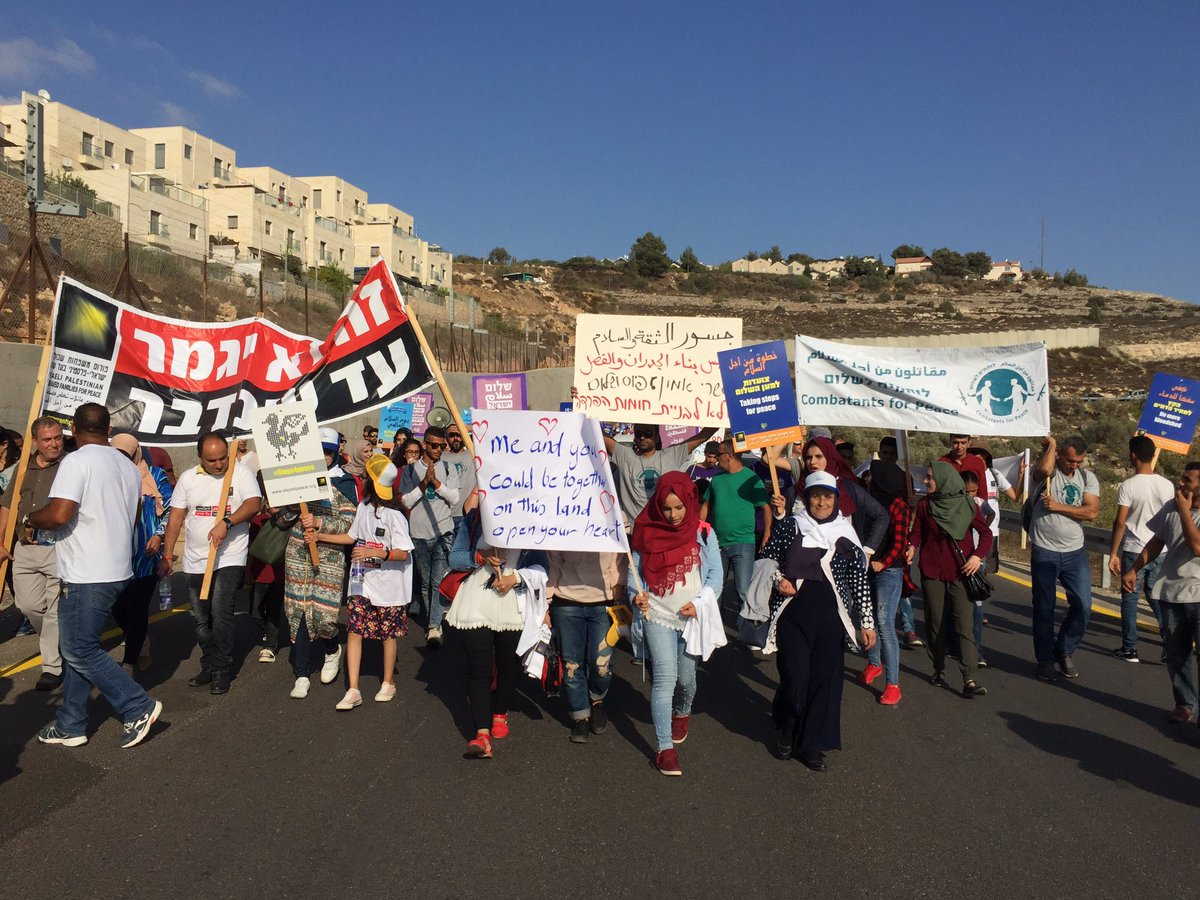 Hundreds march from Beit Jala to the West Bank village of Walaje to protest the completion of the separation wall and home demolitions in the village, September 16, 2017. (Haggai Matar)