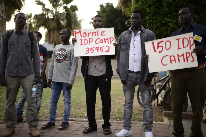 African asylum seekers attend a memorial ceremony to commemorate 14 years since the genocide in Darfur, Levinsky Park, south Tel Aviv, Thursday, April 27 2017. (Tomer Neuberg/Flash90)