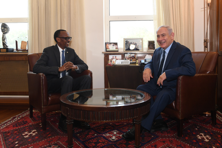 Israeli Prime Minister Benjamin Netanyahu meets with President of Rwanda Paul Kagame, at the Prime Minister's Office in Jerusalem, July 10, 2017. (Kobi Gideon/GPO)