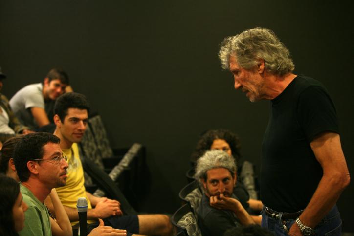 British rock legend Roger Waters speaks to students at the Sam Spiegel Film and Television School, Jerusalem, June 1, 2009. (Lior Mizrahi/Flash90)