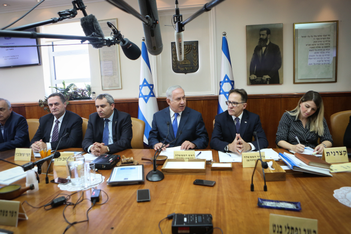 Israeli Prime Minister Benjamin Netanyahu attends the weekly government conference at the PM's office in Jerusalem, October 15, 2017. (Alex Kolomoisky/Flash90)