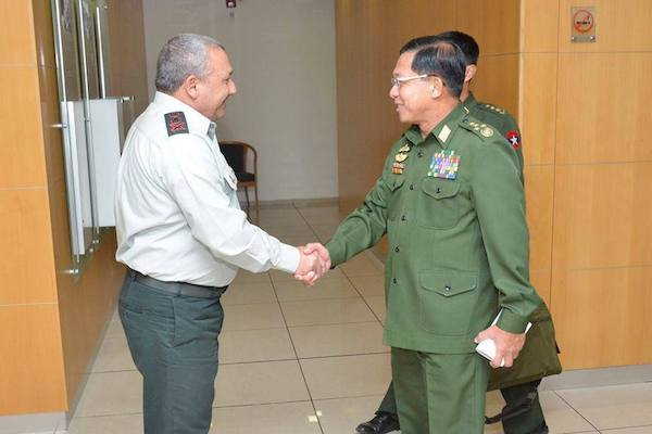 Commander in Chief of the Myanmar military, Min Aung Hlaing, meets with IDF Chief of Staff Gadi Eizenkot during a trip to Israel, September 9, 2015. (SF Min Aung Hlaing's Facebook)