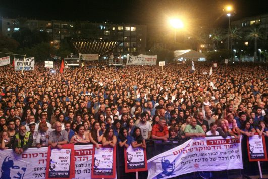Thousands attend a rally at Rabin Square in Tel Aviv, marking 18 years since the assassination of Yitzhak Rabin. October 12, 2013. (Roni Schutzer/Flash90)