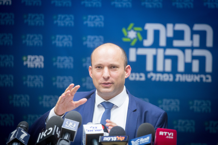 Naftali Bennett leads a faction meeting at the Knesset, November 27, 2017. (Miriam Alster/Flash90)