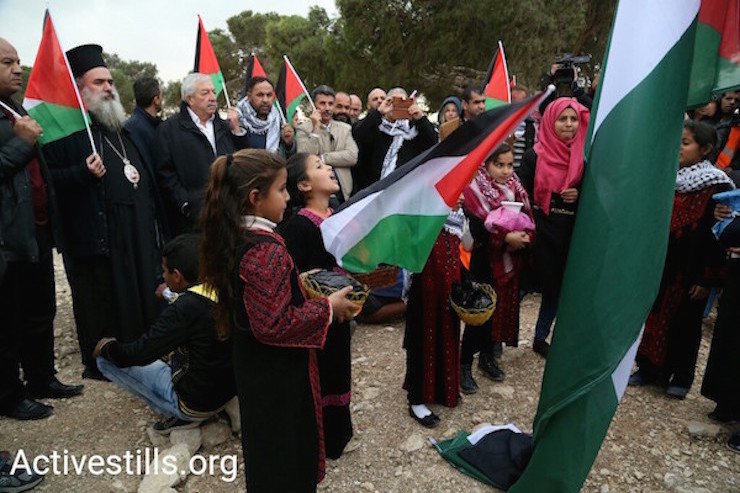 Protesters against the expulsion of Jabal al Baba. (Keren Manor/Activestills)