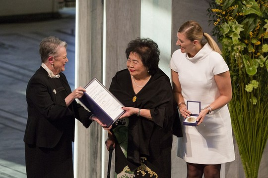 Executive Director of International Campaign to Abolish Nuclear Weapons Beatrice Fihn (right) and nuclear disarmament activist Setsuko Thurlow receive the Nobel Peace Prize in Oslo, December 10, 2017. (Jo Straube/ICAN)