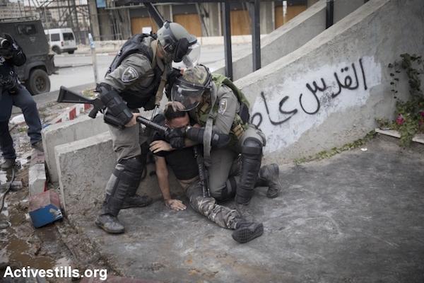Israeli border police arrest a Palestinian near the DCO/Beit El checkpoint. (Activestills/Oren Ziv)