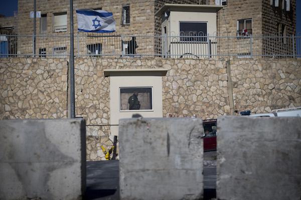 Israeli border police officers guard near a road block at the entrance to the East Jerusalem neighborhood of Jabel Mukaber on January 09, 2017 (Yonatan Sindel/Flash90)