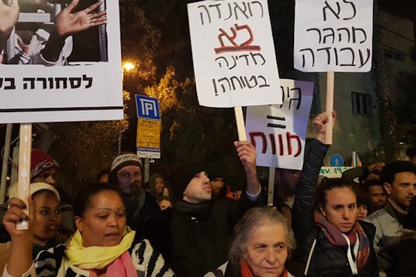 Asylum seekers and Jerusalemites protest in front of the president's resident, January 22, 2018. (Yael Marom)