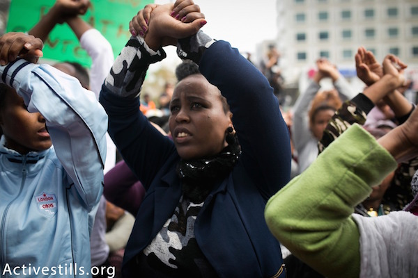 Thousands of asylum seekers and activists protest outside the Rwandan embassy in Herzliya. February 7, 2018. (Shiraz Grinbaum/Activestills.org)