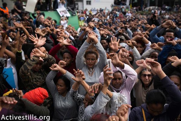 Thousands of activists and asylum seekers protest outside the Rwandan embassy in Herzliya. February 7, 2018. (Shiraz Grinbaum/Activestills.org)