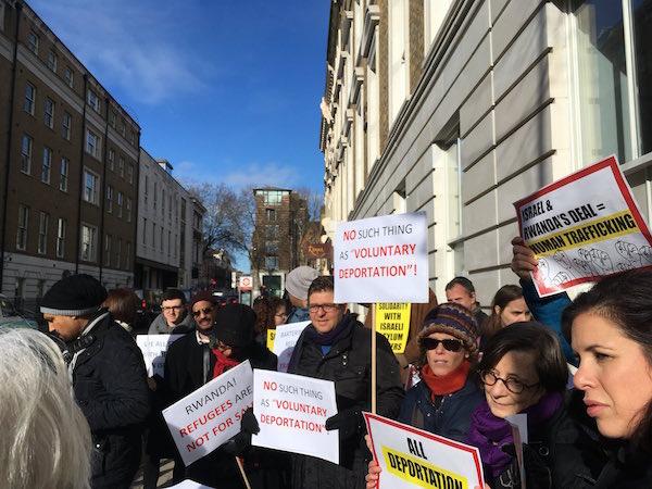 Demonstrators outside the Rwandan embassy in London. February 7, 2018. (Noa Bar)