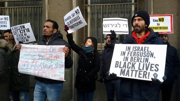 Demonstrators outside of the Rwandan embassy in Berlin protesting Israel's deportation plan. February 7, 2018. (Shahar Shoham)