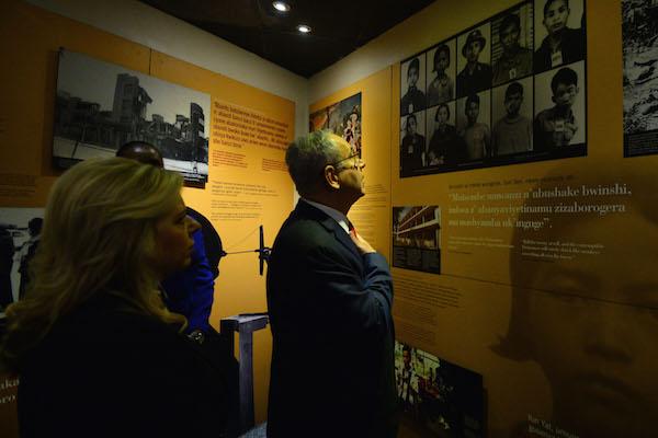 Israeli Prime Minister Benjamin Netanyahu and his wife Sara visit the Remembrance site for the victims of the Rwanda Genocide in 1994, at Kigali, Rwanda, on July 6, 2016. (Kobi Gideon/GPO)