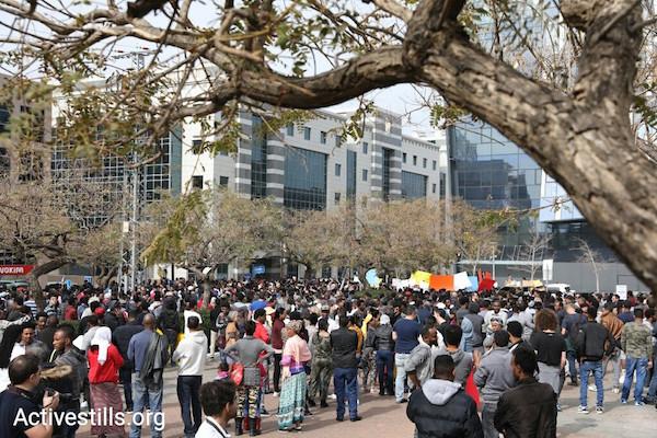 Activists and asylum seekers protesting outside the Rwandan embassy. February 7, 2018. (Oren Ziv/Activestills.org)