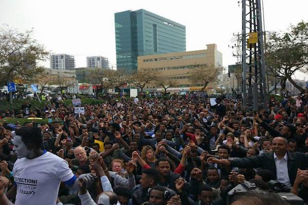 Asylum seekers and activists protesting outside the Rwandan embassy in Herzliya. February 18, 2018. (Einat Petchersky)